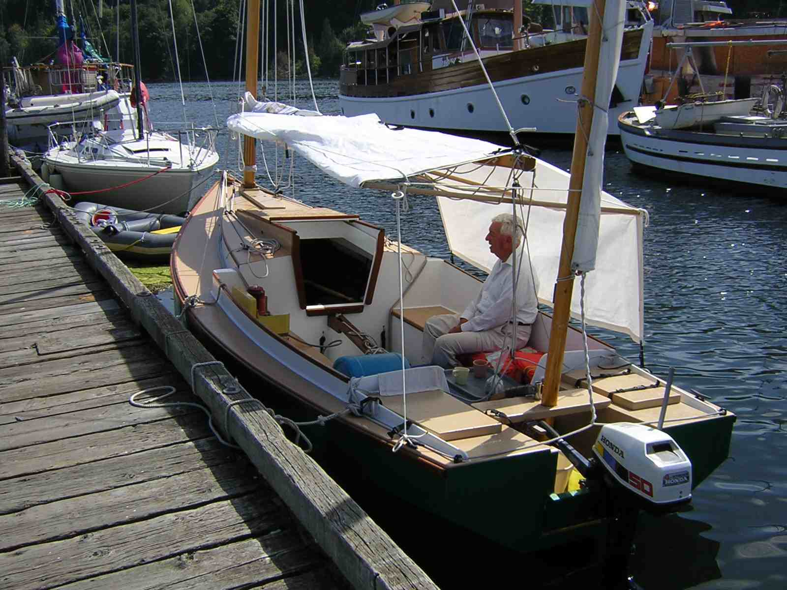 The boom tent worked well as an awning : sailboat boom tent - memphite.com