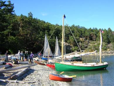 Here's the beach at Fossil Bay, withWayward Lass in the foreground. The twin sails behind are on Joe Nelson's Core Sound 20, Blew-by-You